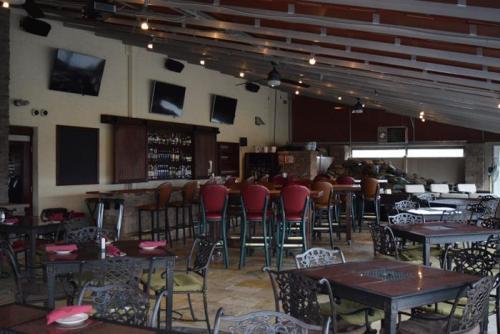 Patio Bar 4